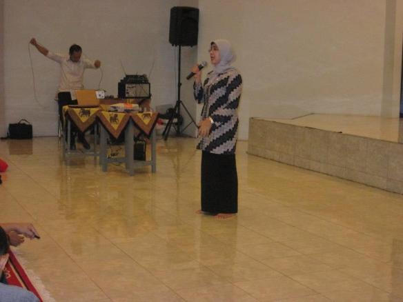 Ibu Kepala SMPN 9 Jakarta